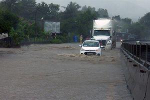 Quốc lộ 1A qua tỉnh Phú Yên có đoạn ngập sâu 0,2 - 0,5m