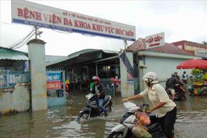 Cận cảnh Bệnh viện Đa khoa khu vực Hóc Môn bị 'nhấn chìm' trong nước sau bão