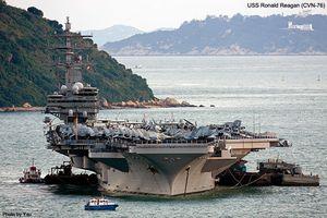Người dân Hong Kong phát hoảng vì tàu sân bay Mỹ