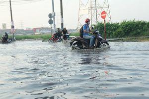 Sau bão số 9: Người Sài Gòn khốn khổ vì ngập
