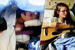 Nghẹn lòng trước tiếng hát của cô gái trong phòng phẫu thuật não