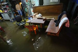 Ám ảnh ngày Sài Gòn mưa bão: Như sống ở... 'ốc đảo'