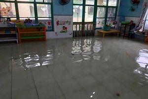 TP.HCM vẫn còn nhiều trường ngập nước sau bão số 9