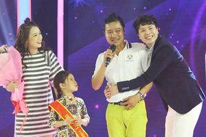 Con gái út danh thủ Hồng Sơn khoe khả năng làm người mẫu