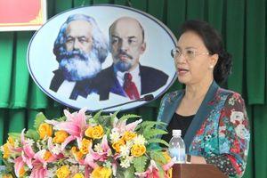 Chủ tịch Quốc hội Nguyễn Thị Kim Ngân: Đổi 100 USD khác với mua bán hàng trăm ngàn USD