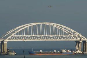 Nga 'đóng cửa' Eo biển Kerch sau vụ đụng độ với tàu Ukraine