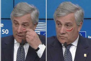 Quan chức EU vẽ son lên mặt giữa cuộc họp