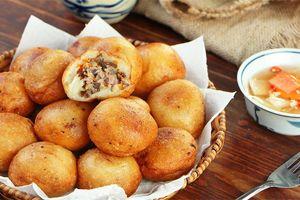 Cách làm bánh rán mặn thơm ngon, nóng hổi cả nhà đều thích