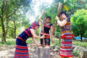 Tạo sinh kế bền vững cho phụ nữ tái định cư sau dự án thủy điện A Vương
