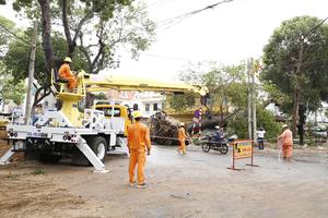 EVNSPC khắc phục thiệt hại trên lưới điện sau bão số 9 tại các tỉnh phía Nam