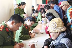 Cấp CMND miễn phí cho nhân dân xã Co Mạ, Thuận Châu, Sơn La