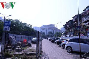 Bãi đỗ xe thông minh 'đắp chiếu', thành nơi đổ rác tại Hà Nội