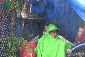Phú Yên: Lũ lên nhanh, người dân bỏ nhà cửa tháo chạy thoát thân
