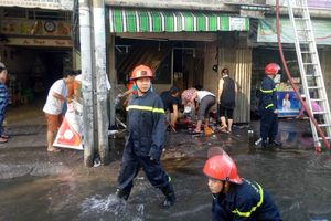 TP.HCM: Cháy 2 căn nhà liền kề, người dân tháo chạy hoảng loạn