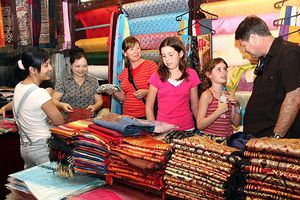 Phát triển du lịch làng nghề truyền thống Hà Nội: Tăng khả năng gắn kết doanh nghiệp