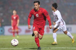 Từ AFF Cup, Văn Quyết 'truyền lửa' cho đàn em THPT Phùng Khắc Khoan