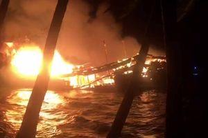 Tàu 10 tỉ cháy rụi khi neo đậu tránh bão số 9