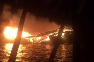 Tàu cá trị giá 9 tỷ đồng của ngư dân Quảng Nam cháy trong đêm