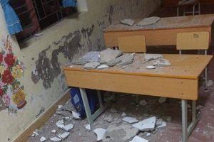 Vữa trần rơi, ba học sinh lớp 1 nhập viện