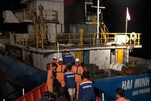 Đưa thuyền viên cùng tàu Hải Minh 36 nguy cơ bị chìm vào bờ an toàn