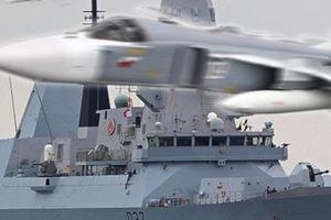 Tàu chiến Anh bị 17 chiến đấu cơ Nga áp sát, 'gây hấn' gần Crimea