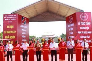 Agribank chi nhánh Hóc Môn trao tặng phương tiện phục vụ hoạt động cho khu tưởng niệm liệt sĩ Ngã Ba Giồng