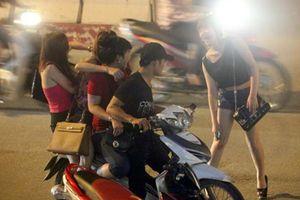 Điểm mặt những tuyến đường có hoạt động mại dâm tại Hà Nội