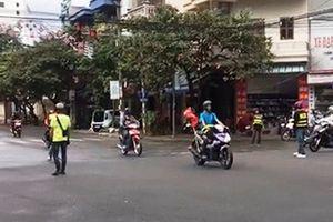 Truy tìm nhóm phượt thủ tự ý ngăn đường, phóng xe như 'điên' vượt đèn đỏ