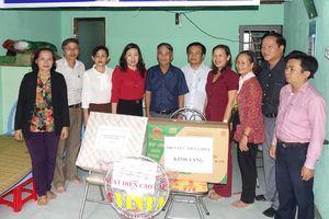 Điện lực Liên Chiểu trao nhà tình nghĩa và tặng quà cho hộ nghèo