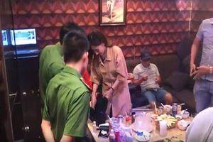 Bắt tại trận nữ nhân viên bán dâm tại nhà hàng
