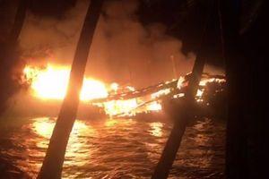 Đang tạm trú tránh cơn bão số 9, tàu cá trị giá gần 10 tỷ đồng bất ngờ bốc cháy trong đêm