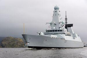 17 chiến đấu cơ Nga bị tố 'bay sát nguy hiểm' chiến hạm Anh gần Crimea