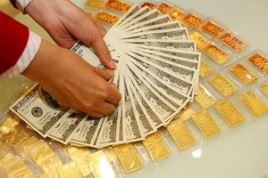 Giá vàng giảm, USD lại nóng lên từng giờ