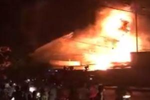 Kho xăng ở Nha Trang bốc cháy ngùn ngụt, nhiều xe bồn bị thiêu rụi