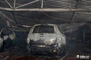 Hà Nội: Gara ô tô bị 'bà hỏa' thiêu rụi trong đêm, ô tô còn trơ khung sắt