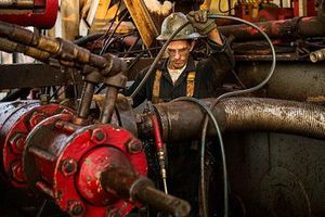 Giá dầu bất ngờ tăng mạnh nhất trong gần 2 tháng