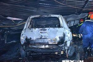 Hà Nội: Cháy tại gara ôtô ở Nam Trung Yên, 4 ôtô bị hư hỏng nặng