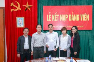 Chi bộ Tạp chí GTVT tổ chức Lễ kết nạp 2 Đảng viên mới