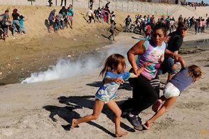 Khủng hoảng di cư Mỹ: Lời kể của một bà mẹ ôm con tháo chạy khỏi đạn hơi cay