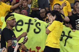 Trò hề nhất lịch sử AFF Cup: Quang Hải 'đấu' đôi tình nhân Malaysia