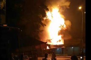 Đang cháy kèm nổ lớn gần cây xăng có nhiều xe bồn ở TP. Nha Trang