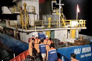 Cứu nạn 3 thủy thủ tàu vận tải biển Hải Minh 36 rơi xuống vịnh Vân Phong