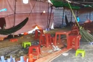 Phú Yên: Bắt 95 đối tượng dựng lều đánh bạc trên núi cùng 30 xe ô tô