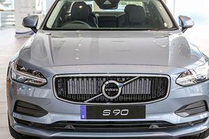 'Soi' Volvo S90 T5 Momentum gần 2 tỷ đồng vừa ra mắt