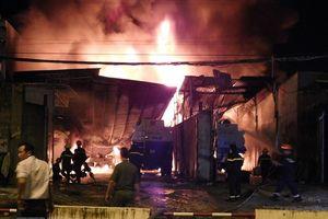 Nha Trang: Cháy bãi xe bồn chở xăng, người dân bỏ chạy tán loạn trong đêm