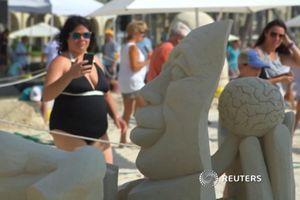 Nghệ nhân thế giới trổ tài điêu khắc tượng cát