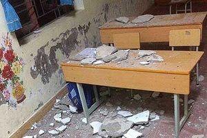 Ba học sinh tiểu học nhập viện khi trần lớp học bất ngờ sập