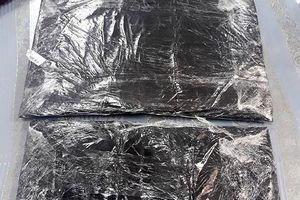 Cô gái 'xách thuê' 4,4kg cocaine vào Việt Nam với giá 1.200 USD