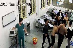 Bệnh nhân đang cấp cứu vẫn bị côn đồ lao vào bệnh viện hành hung
