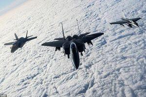 Mỹ, Anh, Pháp điều hơn 40 máy bay chiến đấu tập trận cảnh báo Nga